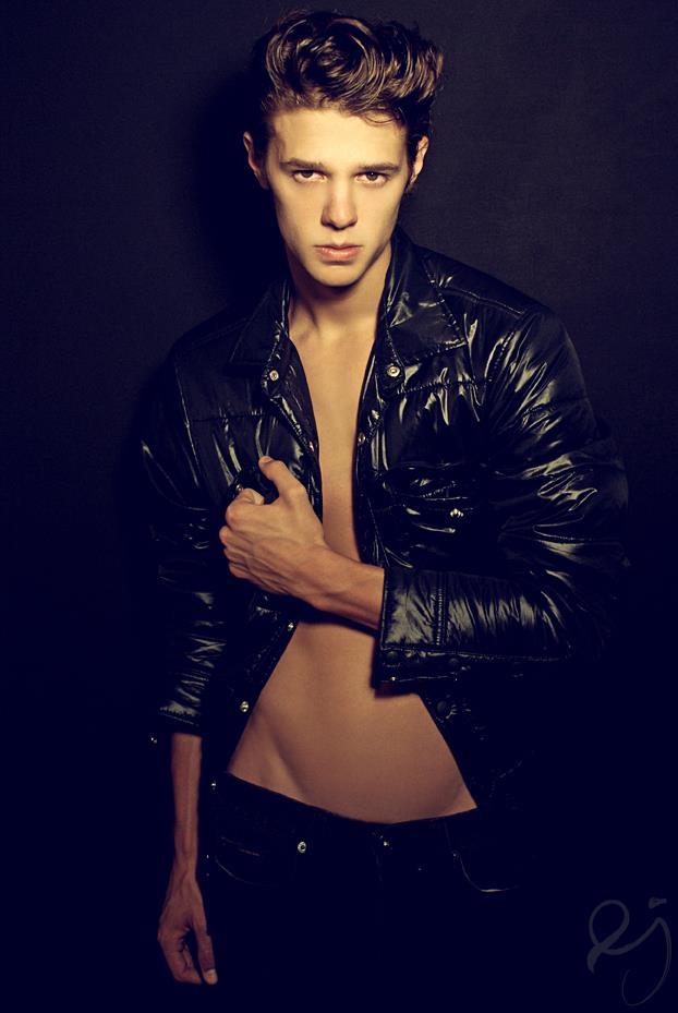 Jordan-Farris-by-Photographer-Ethan-James-02
