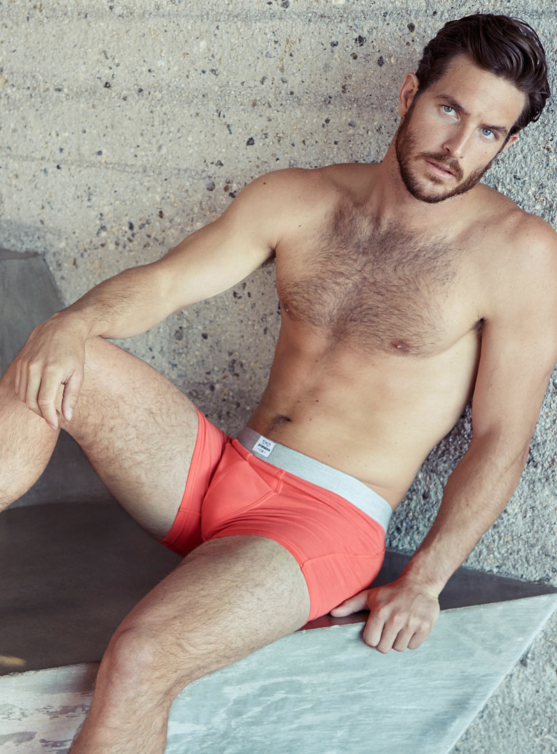 There's no doubt that model Justice Joslin is quite a regular face for Simons. The handsome Justice is in fact enlisted once again by the Canadian retailer to show us a selection of playful underwear designs. Adding a touch of color to his underwear styles, Justice dons fitted boxer shorts, revisited this season with rich plain colors or more cheerful prints.