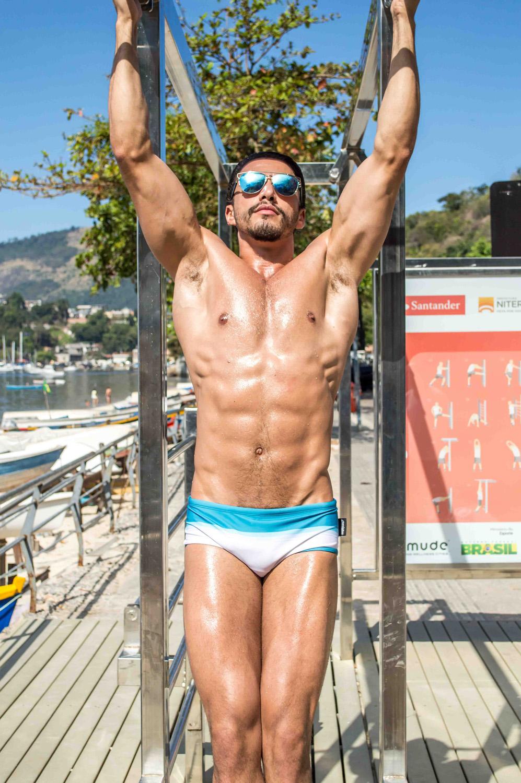 Test with Brazilian hunk model Thiago Moreira (Oxx Agency) exercising outdoors at Jurujuba Beach in Niteroi. Captured by Rodrigo Nunez and produced by Petrone.