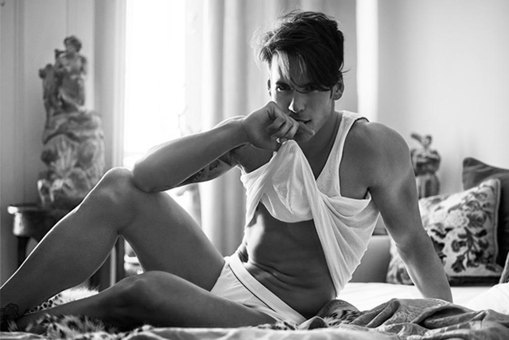 Rodrigo Castelhano posa nu para Umbigo Magazine