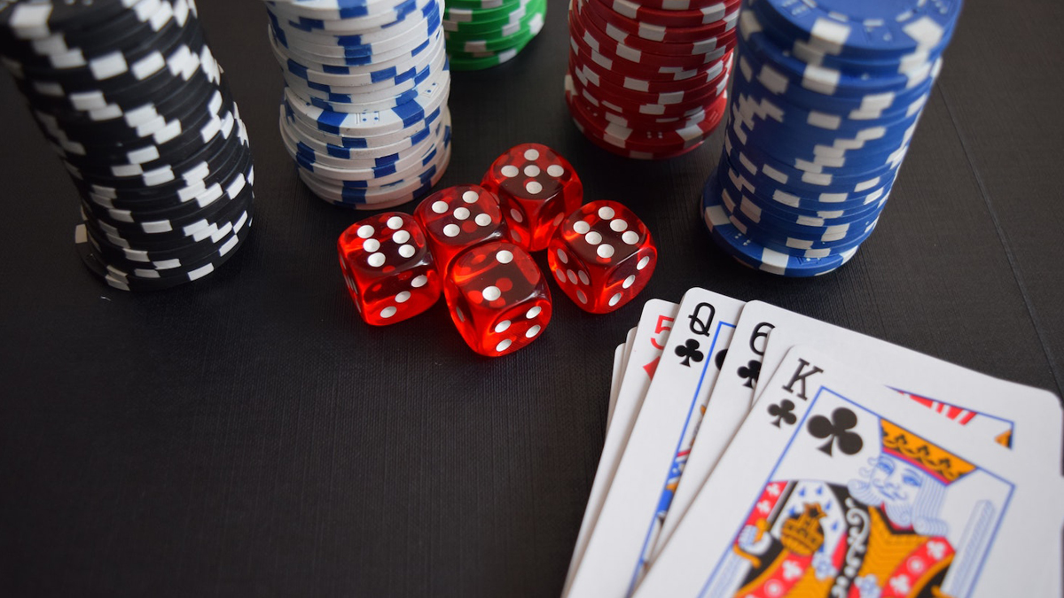 How to Successfully Win Card Gambling Online cover